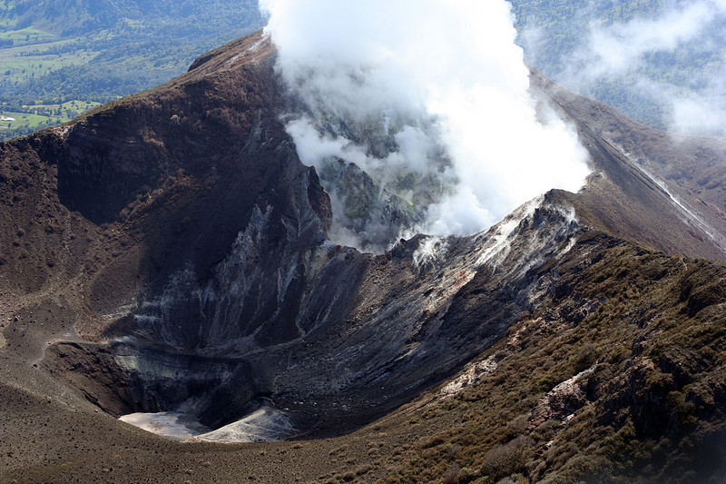 El Volcán Turrialba inicia un periodo de actividad. <br /> Turrialba Volcano initiates a new period of activity. <br /> <br /> 2008
