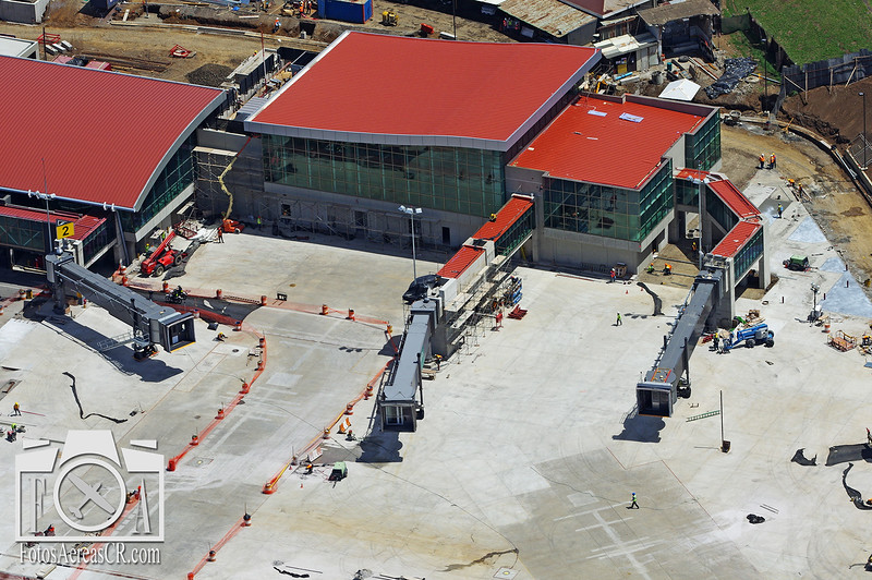 Nuevos Puentes 1A y 1B, Aeropuerto Intl Juan Santamaria. <br /> Mayo 2015<br /> <br /> The new Gates 1A and 1B at the Juan Santamaria Intl Airport in Alajuela. <br /> May 2015