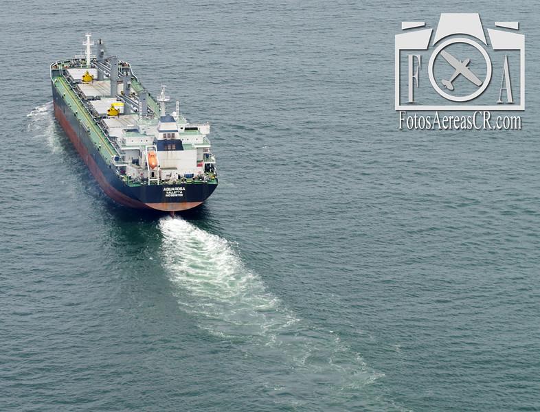 """""""Aquarosa"""" navegando desde Puerto Caldera hacia Colombia. <br /> Mayo 2013"""