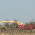 Gele brug en de 'rode doos' (200mm)