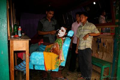 Rangamati, Bangladeš (2008) - Popolno britje.