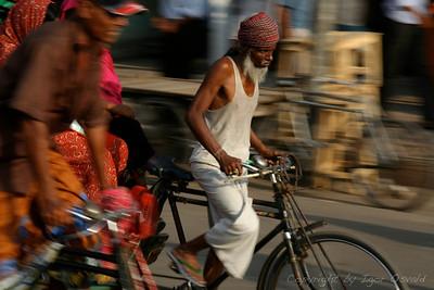 Dhaka, Bangladeš (2008) - Človeška moč, ki poganja ulice.