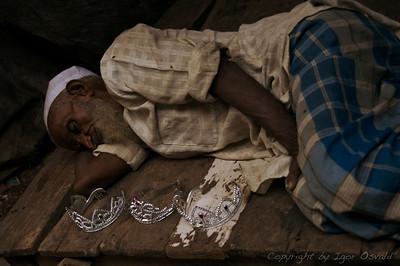 Delhi, Indija (2008) - Dobro blago se samo prodaja.