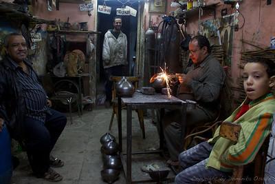 Kairo, Egipt (2011) - Mediteranska organizacija dela. En dela, trije gledajo.