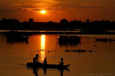 Phnom Penh, Kambodža (2006) - Prebivalci čolnov.