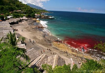 Lamalera, Otok Lembata, Indonezija (2007) - Vas kitolovcev. Domačini si, enako kot njihovi predniki že tisočletja, iz morja vzamejo samo toliko hrane, kolikor njihova vas potrebuje za preživetje.