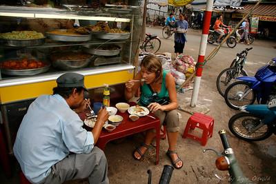 Saigon (Ho Chi Minh City), Vietnam (2006) - Ko napade lakota. Vnaprej pripravljene jedi so bile lahko tudi nevarne.