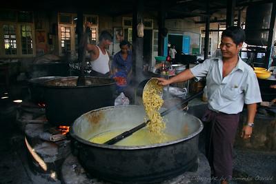 Yangon, Mjanmar (2008) - Ko se kuha, se kuha na veliko.