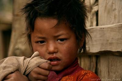 Marpha, Nepal (2008) - Takole v solzah naju je pričakala na vratih svojega dvorišča.