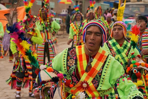 Potosí, Bolivija (2010) - Rudarski festival v Potosiju. Malo veselja v svetu velike žalosti. Razmere v rudniku srebra, ki je v pretekosti enormno obogatil Evropo, so mizerne, delavci pa obsojeni na prehitro smrt. V njem so primorani delati tudi otroci. Oglejte si večkrat nagrajeni dokumentarni film o otrocih rudarjih na www.thedevilsminer.com.