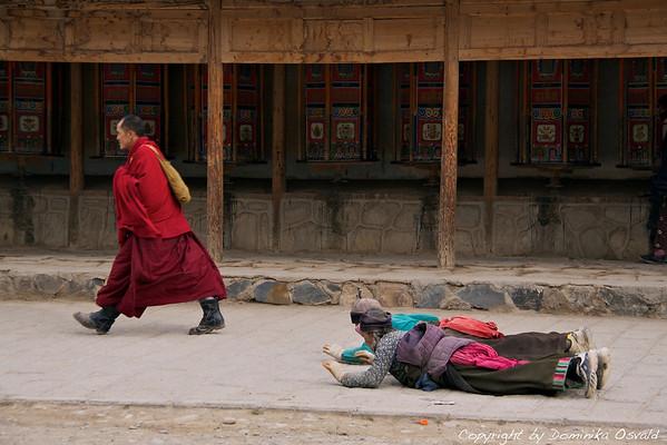 Verujoči - Xiahe, Kham, Tibet/Gansu, Kitajska (2011)