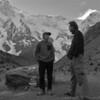 """Bazni tabor pod Nango Parbat, Pakistan (2005) - Pod Nango Parbat sva prispela le nekaj ur za tem, ko je pakistanski vojski s helikopterjem uspelo rešiti Tomaža Humarja iz stene. Tako sva na večerji s Tomažem (""""A sta vidva čist nora, pospravita te piskre, bosta jedla pri nas!"""") bila deležna še svežih vtisov z gore."""
