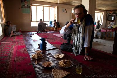 Ishkashim, Afganistan (2011) - Čas za kosilo. Pilav z rozinami. Mmm. In kam so šle vse ženske?