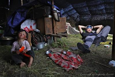 """Tagong Grasslands, Kham, Tibet/Kitajska  (2010) - V nomadskem šotoru malega Grrr-a. Dan hoje od """"najinega"""" kafeja v Tagongu."""