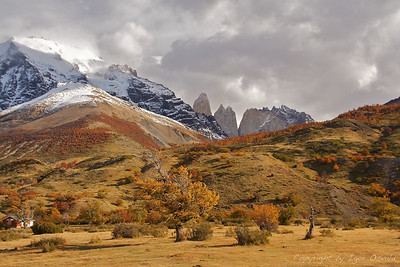 Torres del Paine, Čile (2010) - Veter skozi špice. S Pacifika premikajoč se zrak naleti na Ande, se dvigne in potegne z neverjetno hitrostjo skozi vrhove v smeri Argentine.