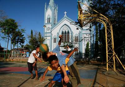 Puerto Princesa, Palawan, Filipini (2007) - Nasmeh pred udarom. Eno izmed pravil na potovanju. Čuvaj hrbet.