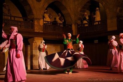 Kairo, Egipt (2011) - Islamski sufi plesalci. Z vrtenjem zapadejo v meditativni trans.