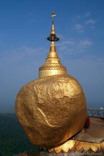 Kyaiktiyo, Mjanmar (2008) - Dotik čela na zlato skalo. Ne preveč!
