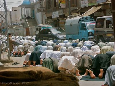 Quetta, Pakistan (2005) - Petkova molitev na ulicah Quette. Trenutek, ko se vse ustavi.