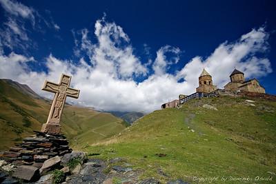 Kazbegi, Gruzija (2011) - Romarska pot visoko med oblaki.