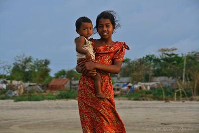 Kuakata, Bangladeš (2008) - Sestra in mama obenem.