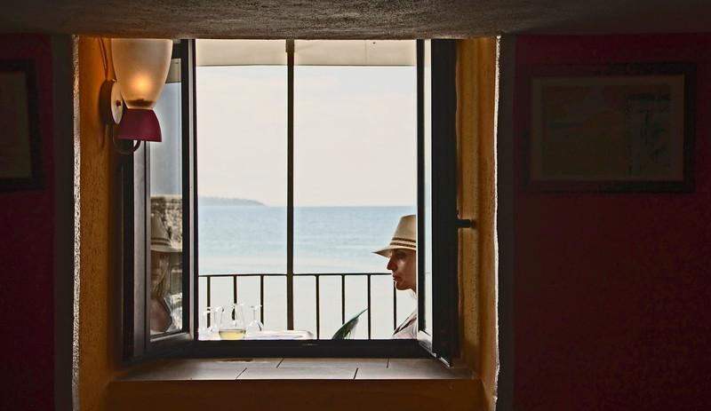 Pigen i vinduet