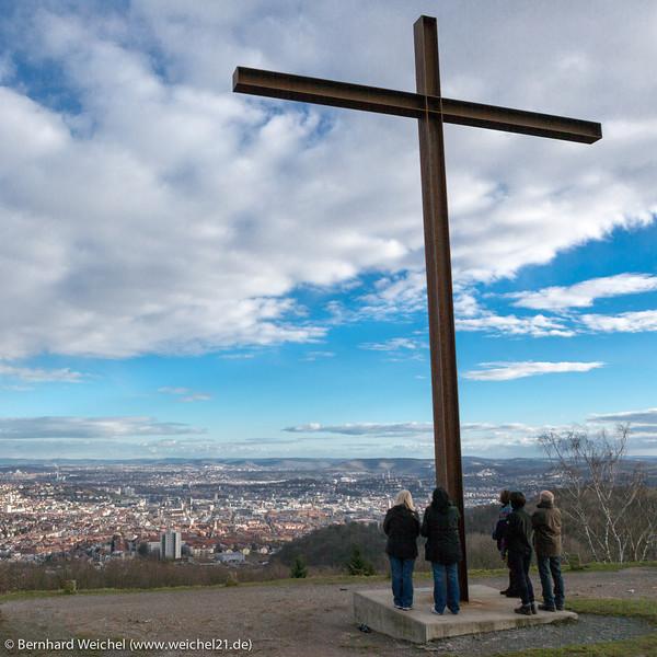 Menschen unter dem Kreuz (2)