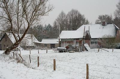 2007 02 08 boerderijtje vierhouten sneeuw  001