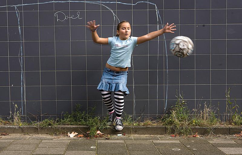 spelende kinderen, bos en lommer,<br /> 10 september 2008<br /> speeltuin fibraltar 10 september 2008<br /> foto: Katrien Mulder