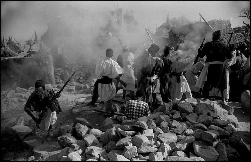 Afrika,   Mali, Pays Dogon december 1983, begrafenis ritueel, foto: Katrien Mulder