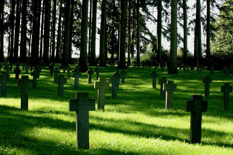 Op de Duitse militaire begraafplaats in Romagne-sous-Montfaucon liggen 1412 Duitse en vier Franse soldaten begraven, die zijn gesneuveld gedurende de Eerste Wereldoorlog in Noord-West Frankrijk. De begraafplaats is al sinds september 1914 in gebruik.