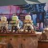 Fotograaf: Anja van Koetsveld, oude meuk tegen een moderne achtergrond