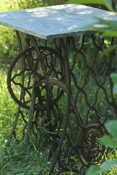 Fotograaf: Ludy Hoogeveen, De schoonheid van oude meuk in de tuin