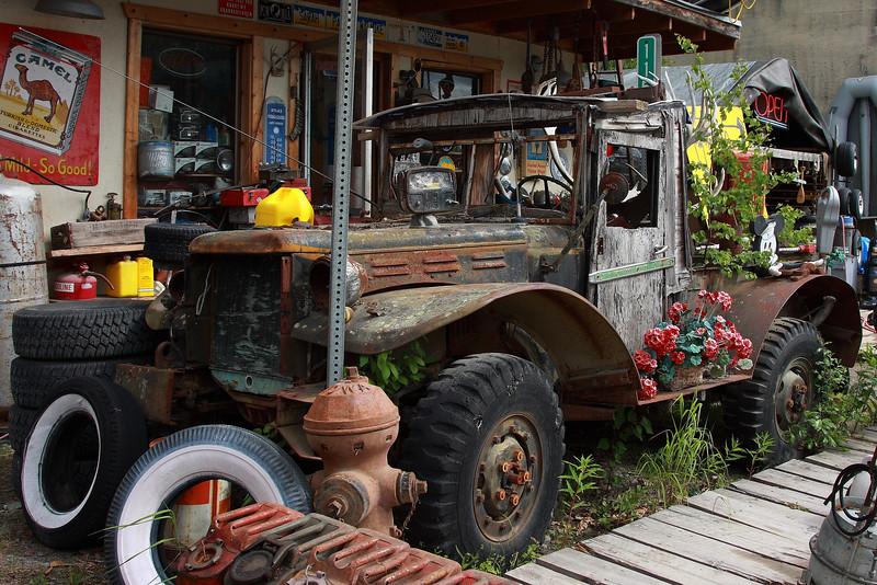 Fotograaf: Tom Franken, Echte ouwe meuk langs de weg in Alaska