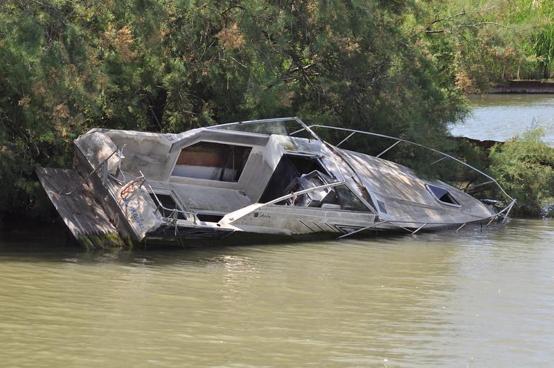 Fotograaf: peter van de molengraaf, Varend op een riviertje in de buurt van Aiques-Mortes in Zuid Frankrijk kwamen w