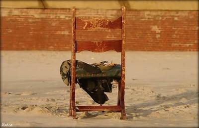 Fotograaf: Bianca de Bruin, Oude stoel op het strand.