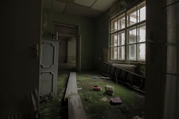 De winnende foto is gemaakt door: Marlon Moes!<br /> <br /> The Moss Room, een verlaten hotel tussen de prachtige bergen in Oostenrijk.