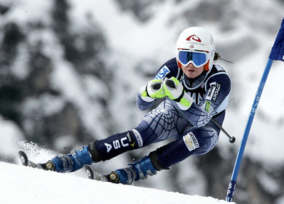 Cortina d'Ampezzo, ITALY:  US Julia Mancuso clears a gate during the Women's Giant Slalom Ski World Cup race in Cortina, 29 January 2006. Nicole Hosp of Austria won the race as Mancuso placed 5th.   AFP PHOTO/ Mirko GUARRIELLO  (Photo credit should read MIRKO GUARRIELLO/AFP/Getty Images)