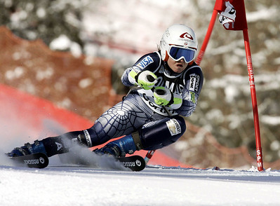 CORTINA D'AMPEZZO, ITALY - JANUARY 29:  (FRANCE OUT)  Julia Mancuso of the USA competes in the Women's Giant Slalom event during the FIS Alpine Skiing World Cup on January 29, 2006 in Cortina d'Ampezzo, Italy.  (Photo by Agence Zoom/Getty Images)