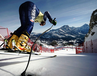 CORTINA D'AMPEZZO, ITALY, JANUARY 25:  (FRANCE OUT) Lindsey Kildow of the USA at the start of the FIS Alpine Ski World Cup Women's Downhill training session on January 25, 2006 in Cortina D'ampezzo Italy.  (Photo by Agence Zoom/Getty Images)