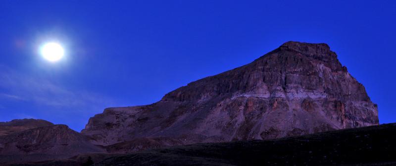 Off-trail full moonset over Uncompahgre Peak