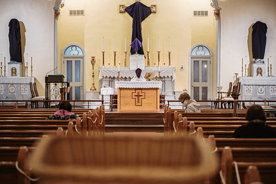 _NIK1633 Lent St  Patricks Fr  Markellos shroud