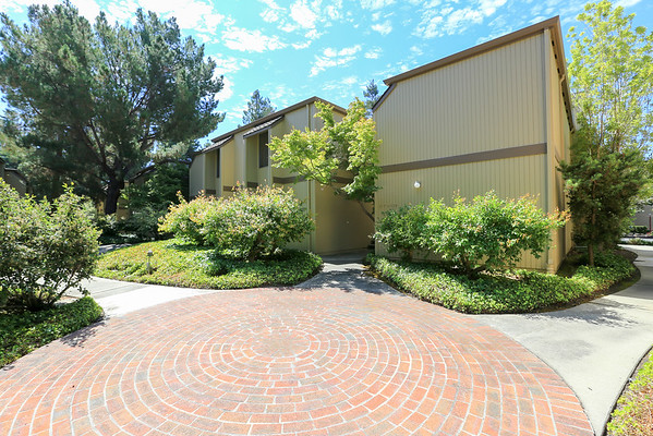 505 Cypress Point Dr #207, Mountain View
