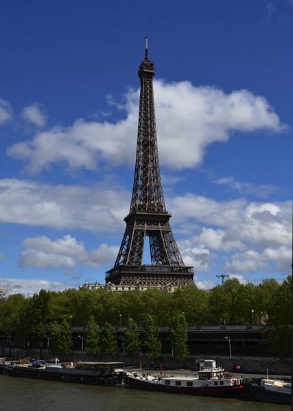 La Tour Eiffel with a perfect sky