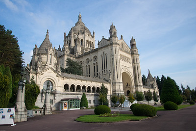 A new Basilica dedicated to St. Terese in Liseaux
