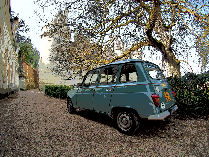 Chateau Ussa and Classic Car