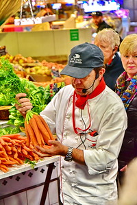 04292017_Bordeaux_Central_Market_Shopping-Chef_fresh_carrots_750_2937A