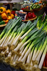 04292017_Bordeaux_Central_Market_Shopping-Chef_Onions_750_2939A