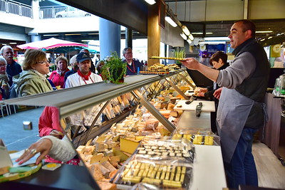 04292017_Bordeaux_Central_Market_Shopping-Chef_cheeseman_750_2949A
