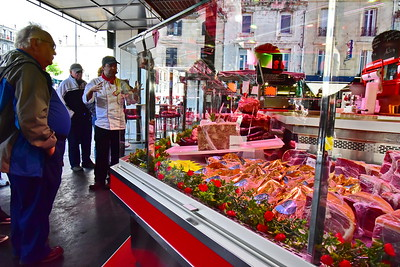 04292017_Bordeaux_Central_Market_Shopping-Chef_Beef_750_2916A